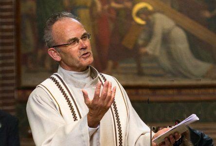 em. pastoor Theo van Steekelenburg overleden