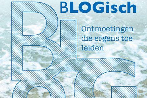 Diaken Walther Burgering signeert BLOG-boekje