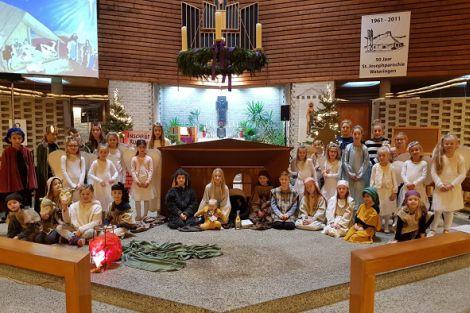 Ruim 30 kinderen spelen 1e kerstdag Het Levend Kerstverhaal