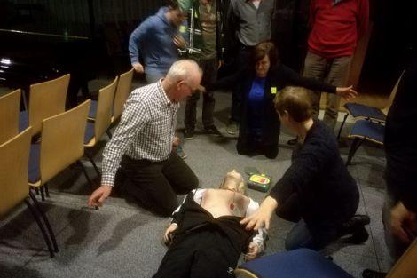 Geslaagde cursisten AED in kerk 's-Gravenzande