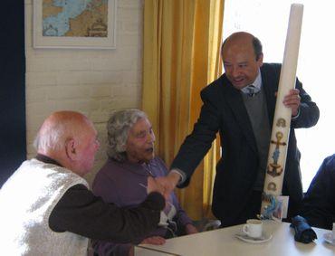 Feestelijke uitreiking Paaskaars in Hoek van Holland en Heenweg