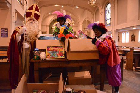 Kinderen volgen voorbeeld van Sinterklaas!
