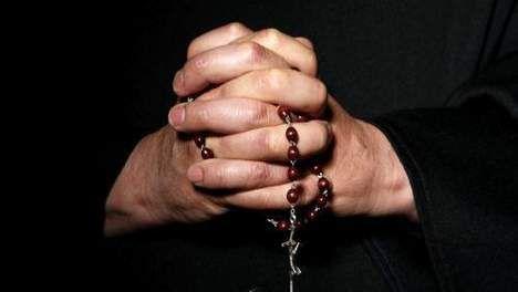 De Rozenkrans bidden bij Maria in Bartholomeuskerk