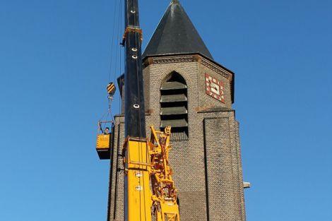 Werk aan de kerktoren in Honselersdijk