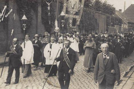 Uit de oude doos - broederschap van de Westlandsche Processie naar Kevelaer