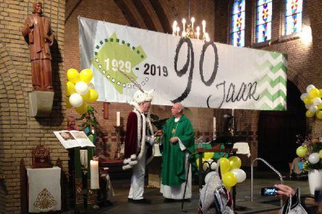 Een feestelijke onderscheiding voor pastoor Steenvoorden
